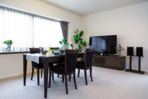 コンセプトは手持ちの家具を生かしたクラシック・モダン
